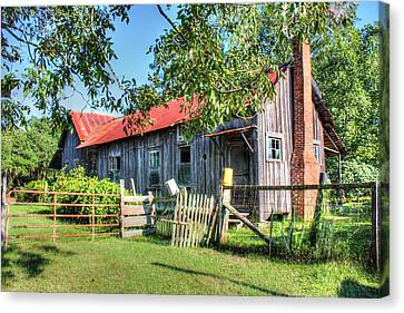 Canvas Print featuring the photograph The Old Home Place by Lanita Williams