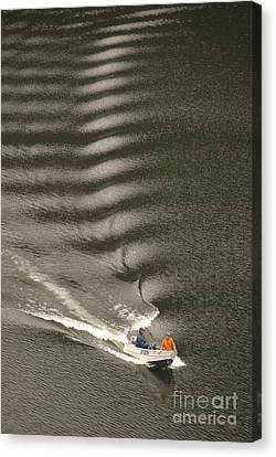 The Perfect Wake Canvas Print by Peter Kneen