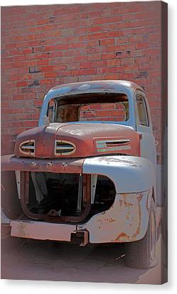 Canvas Print featuring the photograph The Pick Up by Lynn Sprowl