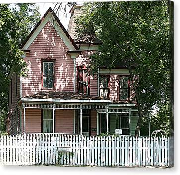The Pink Victorian House Canvas Print by Linda Phelps