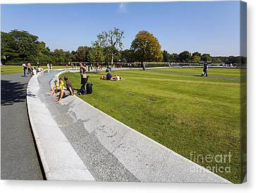 The Princess Diana Memorial Fountain In Hyde Park London England Canvas Print by Robert Preston