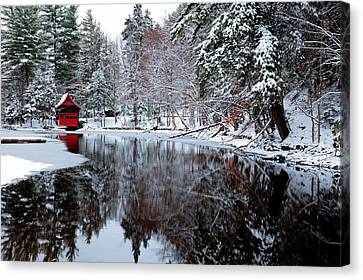 Red Boathouse On Beaver Brook Canvas Print by David Patterson