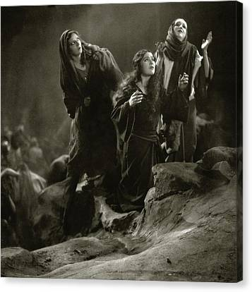 The Three Marys On The Set Of The 'king Of Kings' Canvas Print