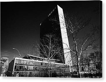 Manhatan Canvas Print - The United Nations Building Not In Session New York City by Joe Fox