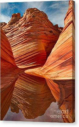 Canvas Print featuring the photograph The Wave With Reflection by Jerry Fornarotto