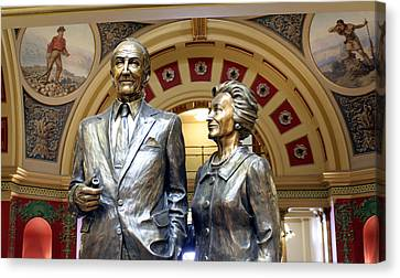 This Statue Of Maureen And Mike Mansfield Canvas Print by Larry Stolle
