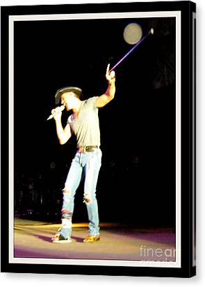 Tim Mcgraw Performs With Broken Foot Canvas Print by Gail Matthews