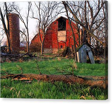 Timeless-color-barns Canvas Print by Tom Druin