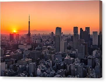 Tokyo 10 Canvas Print by Tom Uhlenberg
