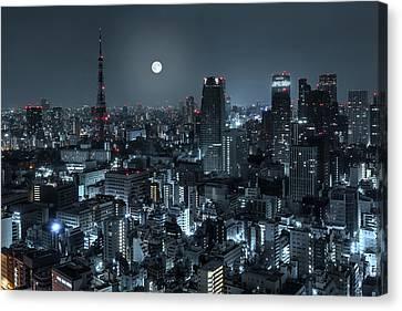 Tokyo 14 Canvas Print by Tom Uhlenberg