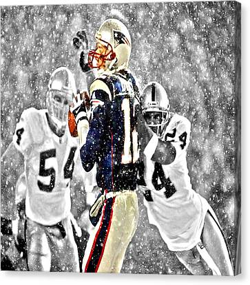 Tom Brady Under Pressure II Canvas Print by Brian Reaves