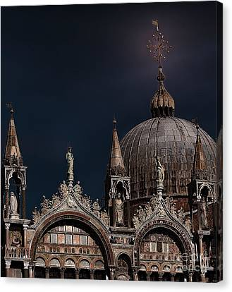 Top Of The Mark-venice Canvas Print by Tom Prendergast