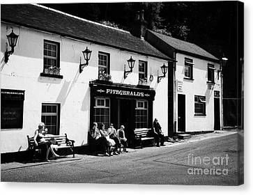 Tourists Outside Fitzgeralds Pub In The Village Of Avoca From The Tv Series Ballykissangel Canvas Print