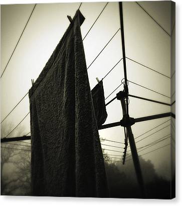 Towels  Canvas Print by Les Cunliffe