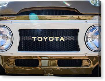 Toyota Land Cruiser Grille Emblem  Canvas Print