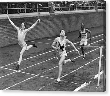 Track Runners At Finish Line Canvas Print by Underwood Archives