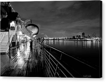 Tribute To Queen Mary Canvas Print by Heidi Smith