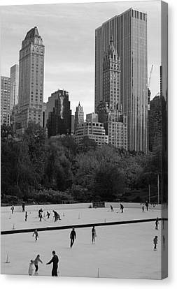 Trump Rink In New York City Canvas Print by Dan Sproul
