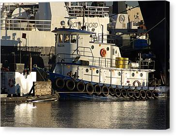 Canvas Print featuring the photograph Tug by Erin Kohlenberg