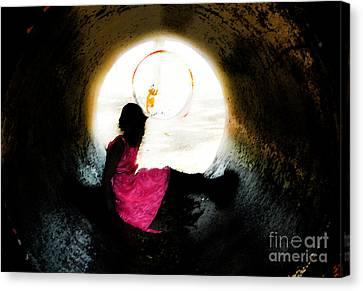 Tunnel Vision Gc Canvas Print by Jose Benavides