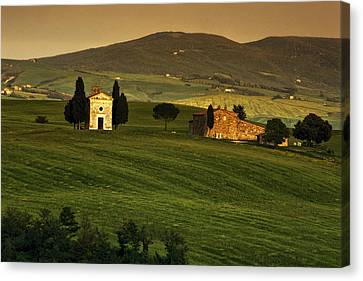 Tuscan Chapel And Farm Canvas Print by Andrew Soundarajan