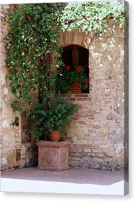 Canvas Print featuring the photograph Tuscan Corner by Sandy Molinaro