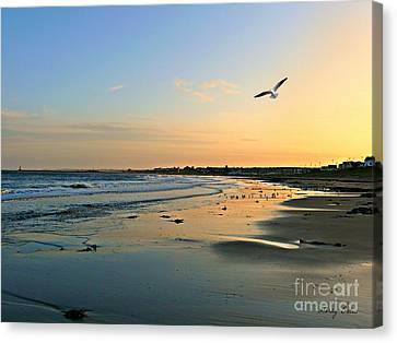 Twilight In Seaburn Canvas Print by Morag Bates