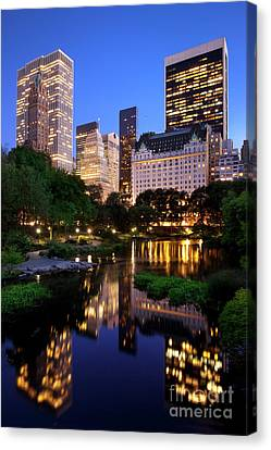 Twilight Nyc Canvas Print by Brian Jannsen