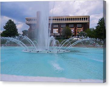 Ucf Reflection Pond 2 Canvas Print by Warren Thompson