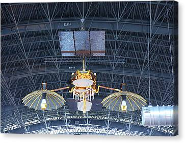 Udvar-hazy Center - Smithsonian National Air And Space Museum Annex - 121256 Canvas Print by DC Photographer