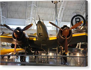 Udvar-hazy Center - Smithsonian National Air And Space Museum Annex - 121285 Canvas Print by DC Photographer