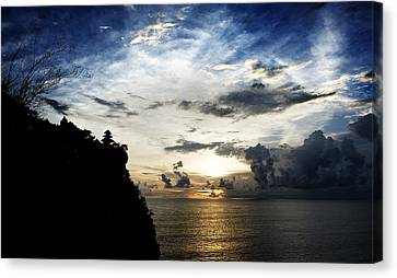 Canvas Print featuring the photograph Uluwatu Temple by Yew Kwang