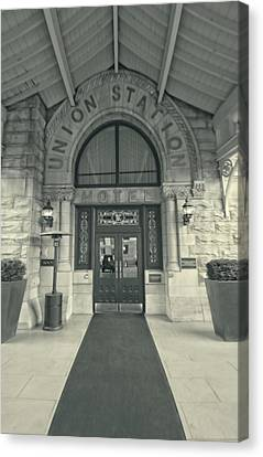 Union Station Entrance Canvas Print by Dan Sproul