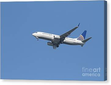 United Airlines Jet 7d21942 Canvas Print by Wingsdomain Art and Photography