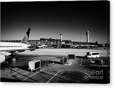 united airlines terminal O'Hare International airport Chicago Illinois USA Canvas Print by Joe Fox