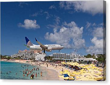 United Low Approach St Maarten Canvas Print by David Gleeson