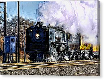 Canvas Print featuring the photograph Up 844 Movin' On by Bill Kesler