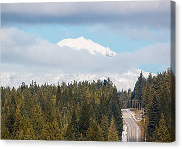 Canvas Print featuring the photograph Up To The Mountain by Jan Davies