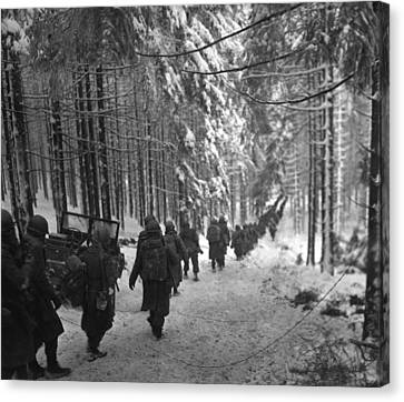 Tntar Canvas Print - U.s. Soldiers March by Everett