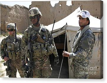 U.s. Soldiers Take A Tour Of The Petawa Canvas Print by Stocktrek Images