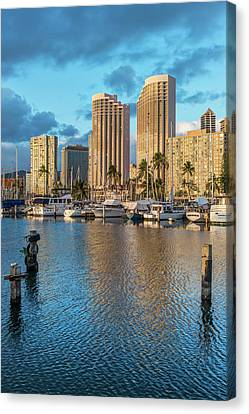 Usa, Hawaii, Oahu, Honolulu, Ala Moana Canvas Print by Rob Tilley