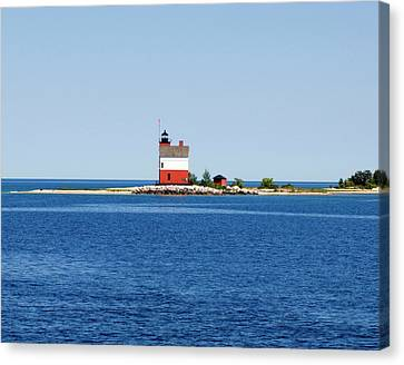 Usa, Michigan, Macinaw City, Round Canvas Print by Peter Hawkins