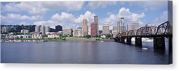 Usa, Oregon, Portland, Willamette River Canvas Print
