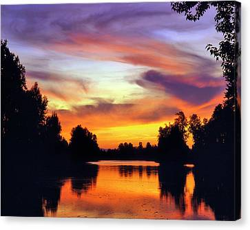 Usa, Oregon Sunset Reflecting Canvas Print by Jaynes Gallery