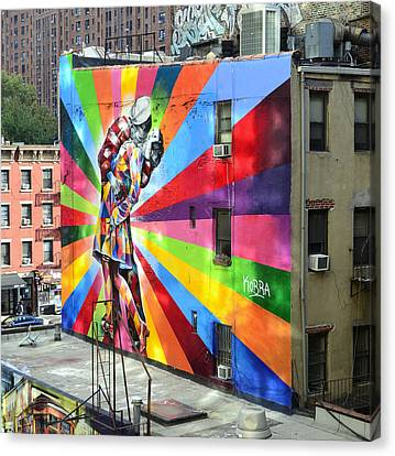 V - J Day Mural By Eduardo Kobra Canvas Print by Allen Beatty