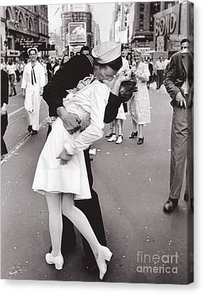 V J Day Times Square - 1945 Canvas Print by Pg Reproductions
