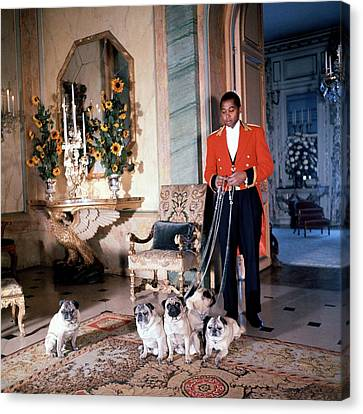 Valet Sydney Standing With The Duke And Duchess Canvas Print by Horst P. Horst
