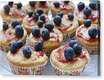 Vanilla Cupcakes With Fresh Blueberries Canvas Print
