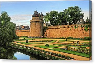 Canvas Print featuring the photograph Vannes In Brittany France by Dave Mills