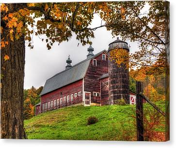 Vermont Country Barn In Autumn Canvas Print